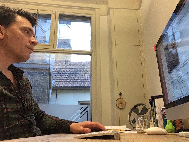 Aan het werk in mijn kantoor aan huis