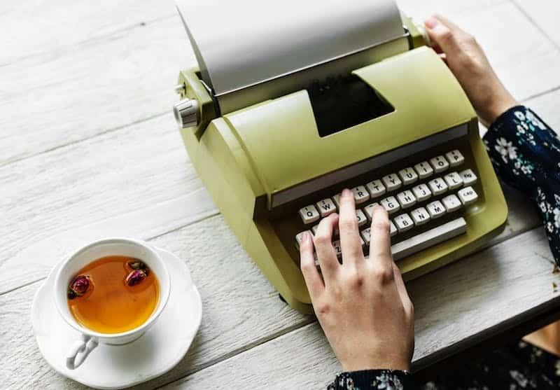 Een boek schrijven: hard werken en daarna cashen?