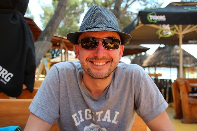 Sommigen doen het om over de wereld te zweven als digitale nomaden