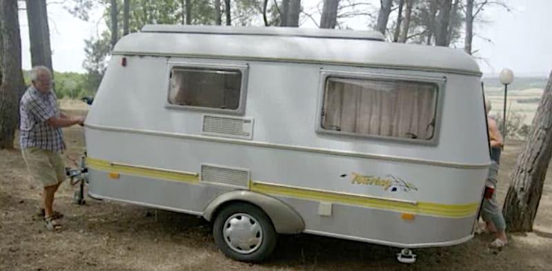 Simpel vermaak: gehannes met de caravan