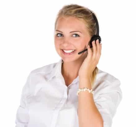 Levend cliché: klantenservicemeisje met headset